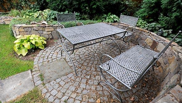 Natursteinarbeiten in Privatgarten