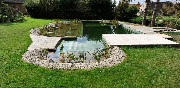 Natursteinarbeiten, Holzterrasse, Einbau Filtertechnik, Bepflanzung
