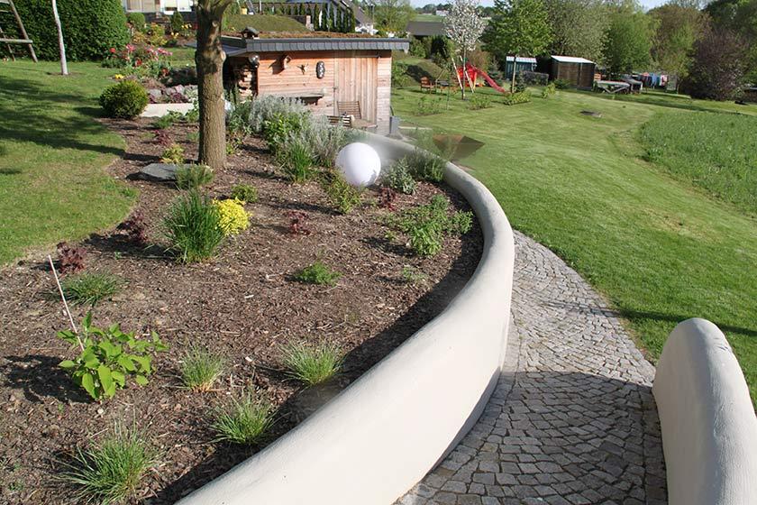 Gartengestaltung mit Mauer